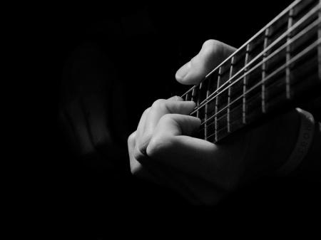 Playing_guitar