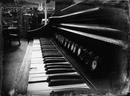 antique_piano_12_vampstock_by_vampstock-d62wm8v
